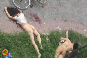 Casal morre após cair da jenela que quebrou, durante o ato sexual. Na cidade de Wuhan, na China. Poxa vamos pensar melhor aonda namorar, si fosse na cama não passaria do chão!